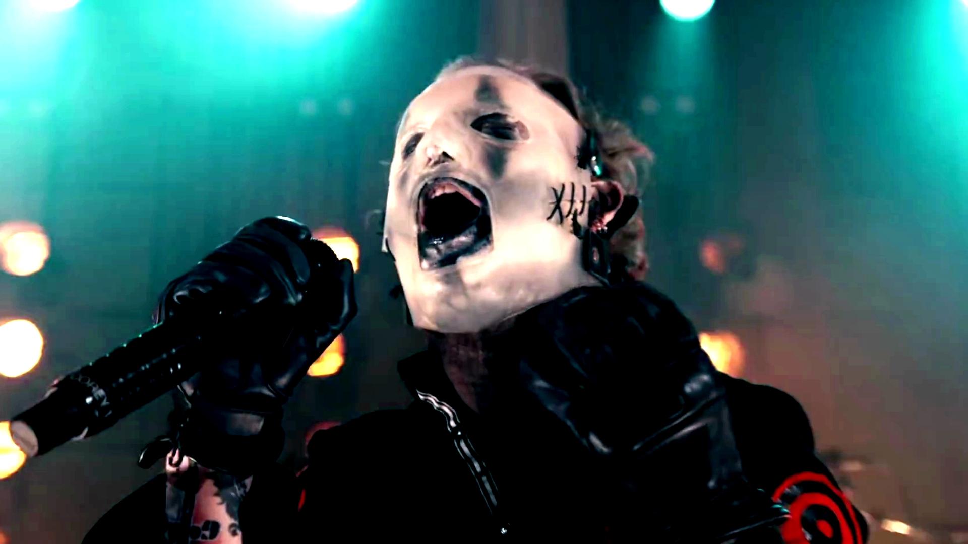 Slipknots Corey Taylor Says He Cut Himself During Iowa